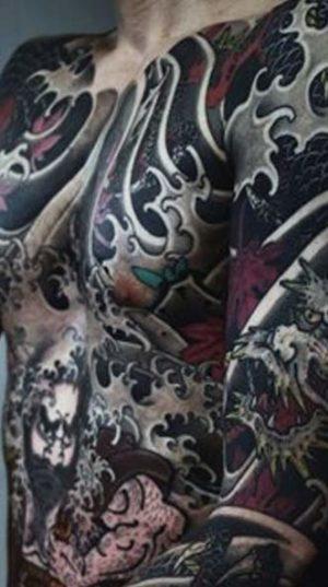 Чел полностью забитый в стиле oriental. Выглядит потрясающе!