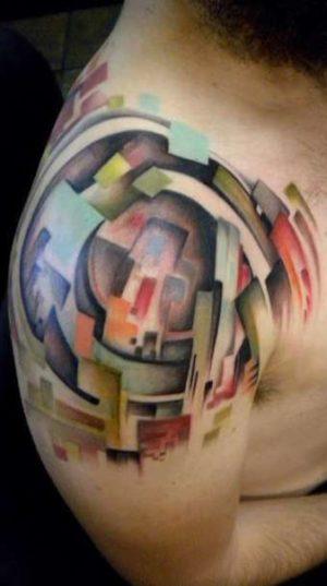 Татуировка в стиле abstraction на плече