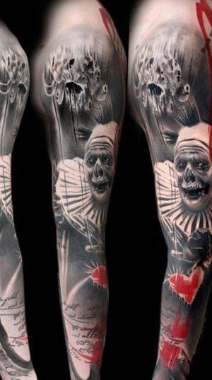 Татуировка на весь рукав в уникальном стиле треш полька.
