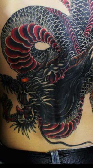 Дракон на спине в тату стиле японский ориентал.