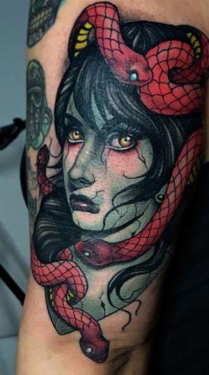 Портрет медузы Гаргоны на руке в стиле Neo-traditional tattoo