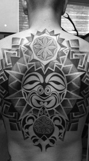 Татуировка На Спине В Стиле Майя. Дорогая Цена Обусловлена Сложностью Разметки. Что Бы Такая Татуировка Выглядела Красиво И Ровно Мастеру Придется Изрядно Потрудиться.
