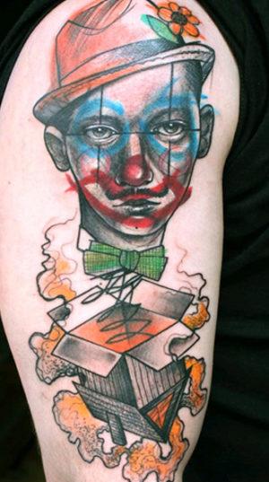 Суррреалистичные тату портреты на плече.м